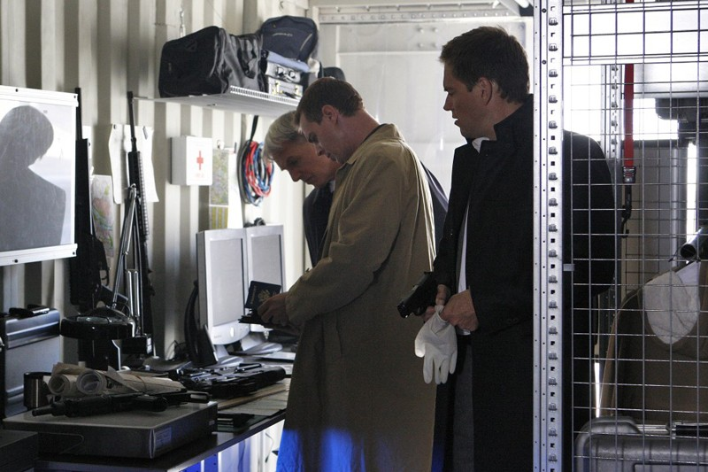 Mark Harmon, Sean Murray e Michael Weatherly durante l'indagine nell'episodio Power Down di Navy NCIS
