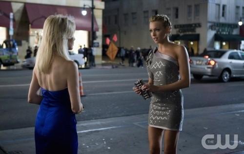 Melrose Place: Heather Locklear e Katie Cassidy in un momento dell'episodio Cahuenga