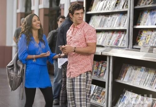 Melrose Place: Jessica Lucas e Michael Rady in una scena dell'episodio Cahuenga