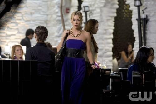 Melrose Place: Katie Cassidy in una scena dell'episodio Cahuenga