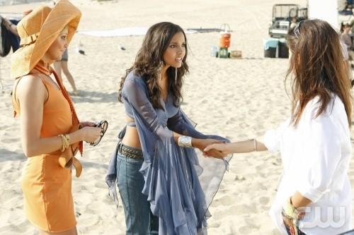 Melrose Place: Katie Cassidy, Jessica Lucas e Daphne Zuniga nell'episodio Windsor