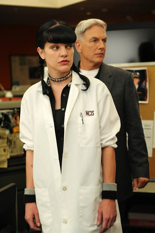 Una sequenza dell'episodio Power Down di Navy NCIS con Mark Harmon e Pauley Perrette