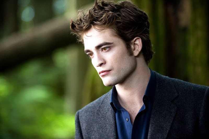 Lo splendido Edward Cullen (Robert Pattinson) nel film della Saga Twilight: New Moon