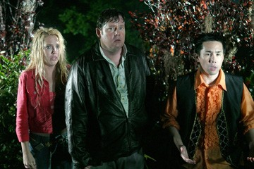 Mercedes McNab, Joel Murray e Parry Shen in una scena di Hatchet