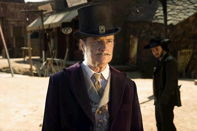 Pat Poker (Daniel Prévost) in una scena del film francese Lucky Luke