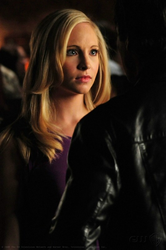 Caroline (Candice Accola) in una scena dell'episodio 162 Candles di The Vampire Diaries