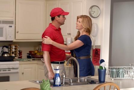 Friday Night Lights: Kyle Chandler e Connie Britton in una scena dell'episodio East of Dillon