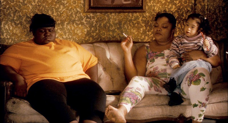 Gabourey 'Gabby' Sidibe e Mo'Nique in una scena del film Precious