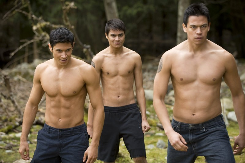I giovani Quileutes in una scena del film Twilight: New Moon