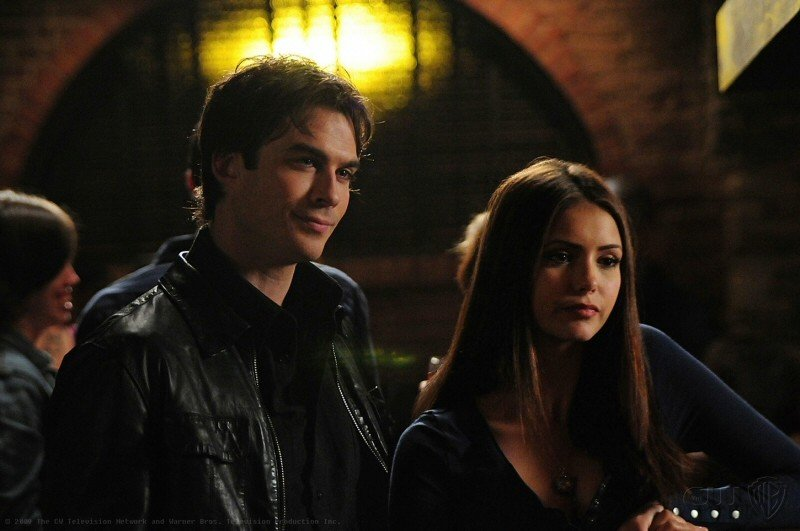 Ian Somerhalder e Nina Dobrev in una sequenza dell'episodio 162 Candles di The Vampire Diaries