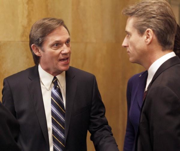Law & Order: Richard Thomas e Linus Roache nell'episodio Dignity