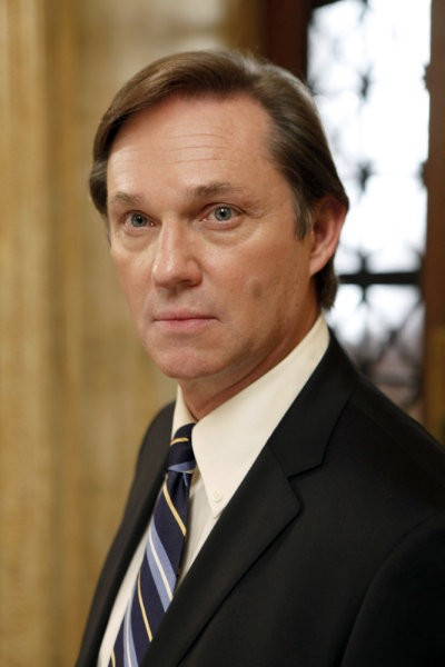 Law & Order: Richard Thomas nell'episodio Dignity