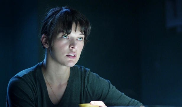 Milla Jovovich in una scena del thriller fantascientifico The Fourth Kind (2009)
