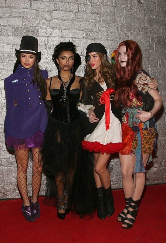 Nina Dobrev, Katerina Graham, Kayla Ewell e Candice Accola all'Heidi Klum's 10th Annual Halloween Party, il 31 Ottobre 2009