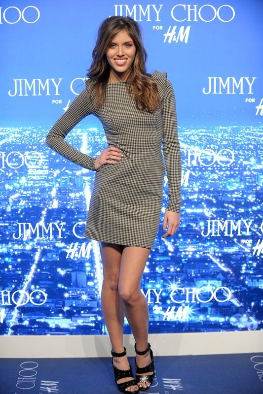 Una bellissima e sorridente Kayla Ewell al Jimmy Choo for H&M Launch Party, il 2 Novembre 2009