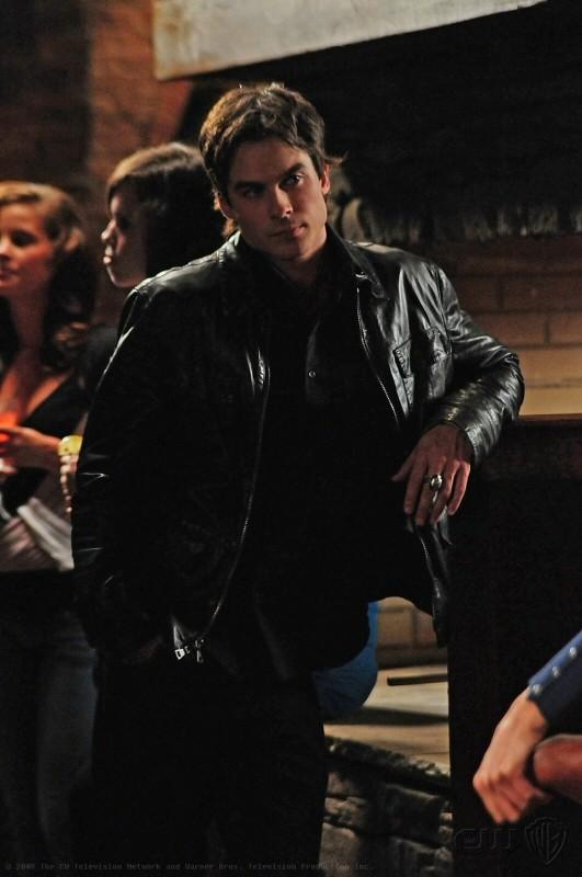 Una scena dell'episodio 162 Candles di The Vampire Diaries con Ian Somerhalder