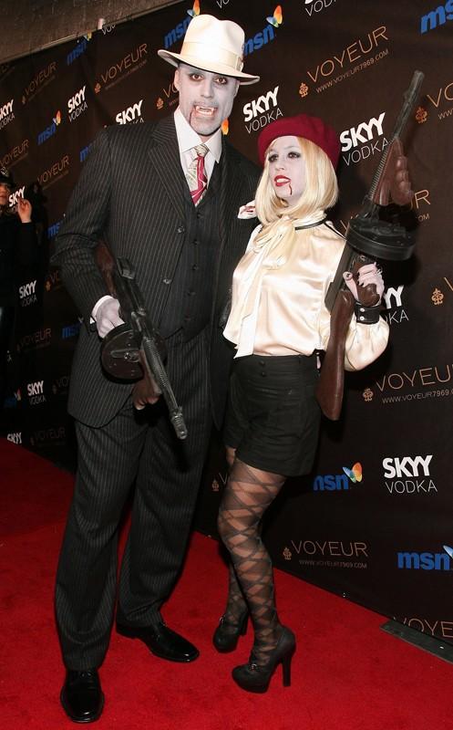 Eliza Dushku e il suo ragazzo Rick Fox mascherati per l'Heidi Klum's 10th Annual Halloween Party, il 31 Ottobre 2009