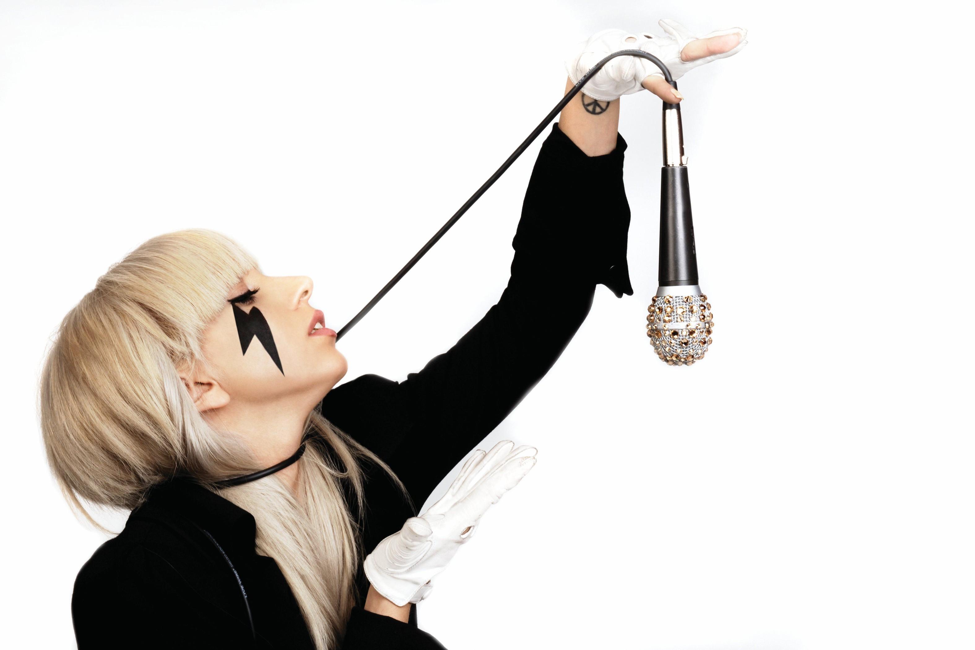 Un walpaper con la nuova rivelazione dance Lady GaGa