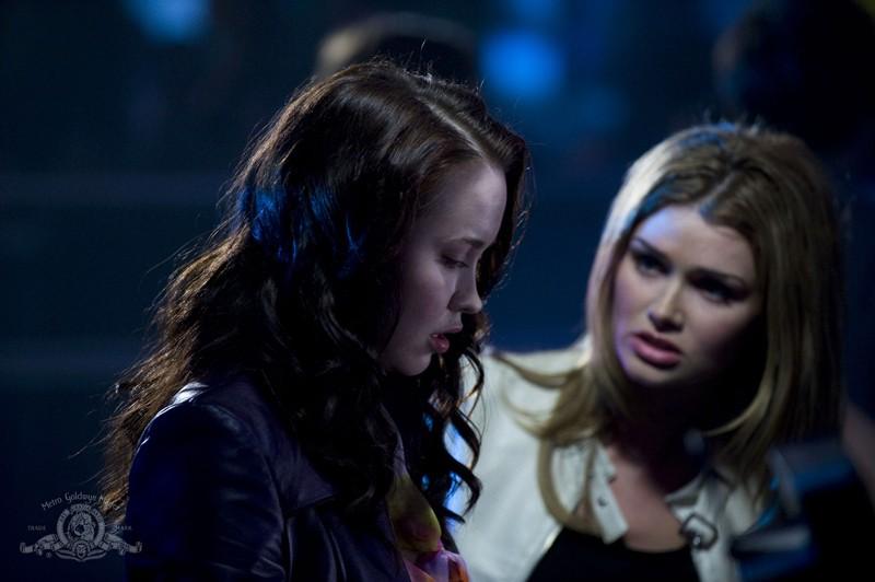 Elyse Levesque parla con la sua ex migliore amica nell'episodio Earth di Stargate Universe