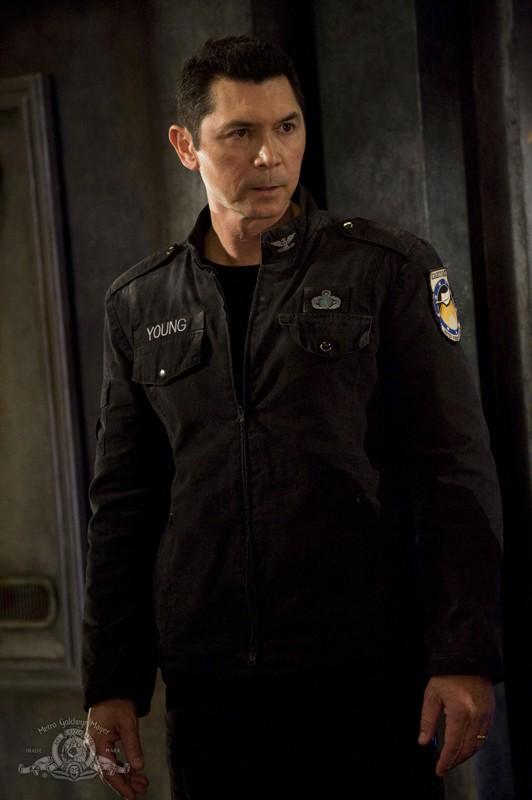 Il Colonnello Telford (Lou Diamond Phillips) in una scena dell'episodio Earth di Stargate Universe