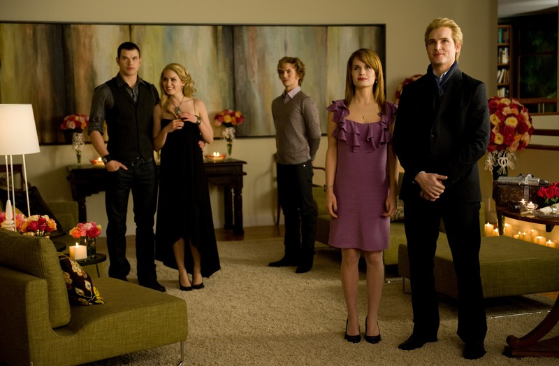 La famiglia Cullen riunita per il compleanno di Bella nel film Twilight: New Moon