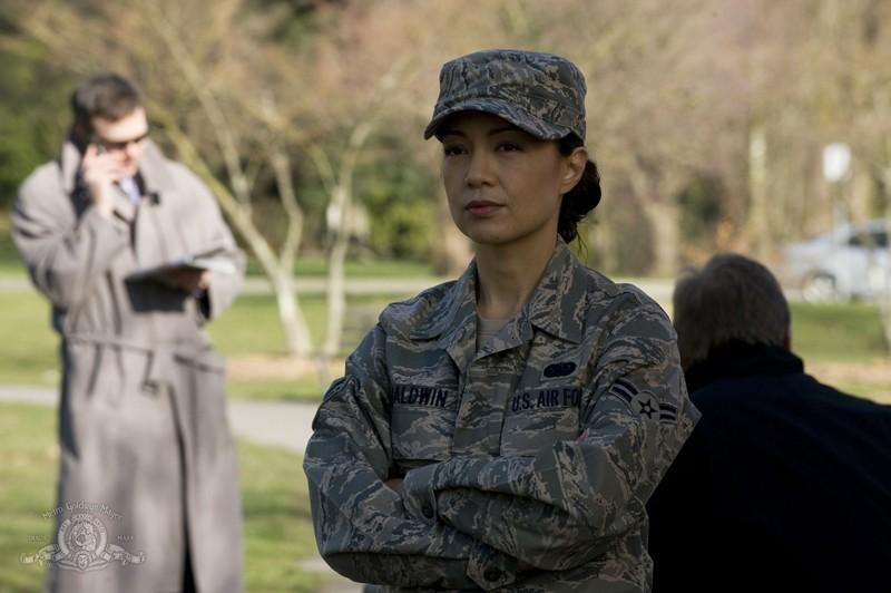Ming-Na in divisa in un momento dell'episodio Earth di Stargate Universe