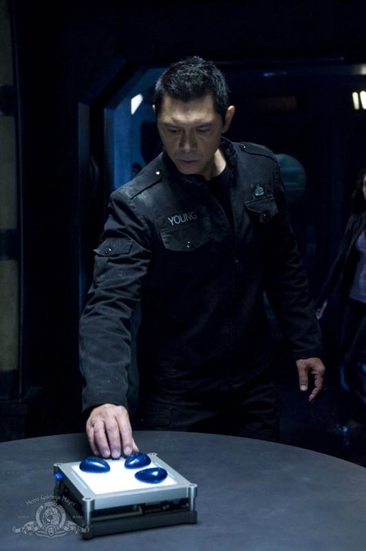 Una scena dell'episodio Earth di Stargate Universe con il Colonnello Telford (Lou Diamond Phillips)