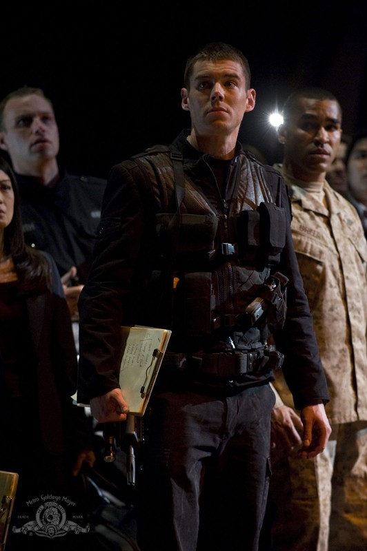 Una scena dell'episodio Earth di Stargate Universe con Matthew Scott (Brian J. Smith)