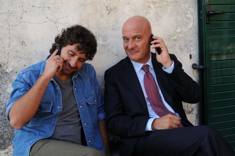 Alessandro Siani e Claudio Bisio sono i protagonisti del remake italiano di Benvenuti al Sud