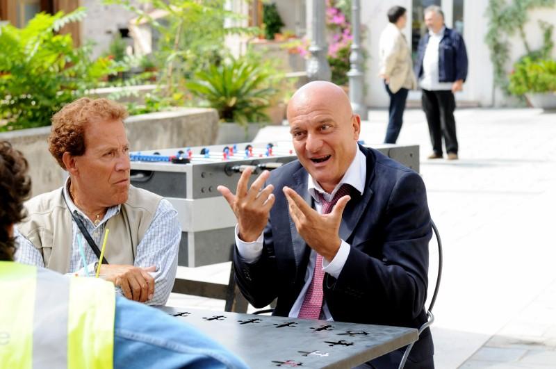 Claudio Bisio con Giacomo Rizzo nel film Benvenuti al Sud (2009)