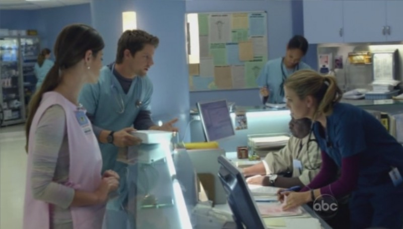 FlashForward: Peyton List, Sonya Walger e Zachary Knighton nell'episodio The Gift