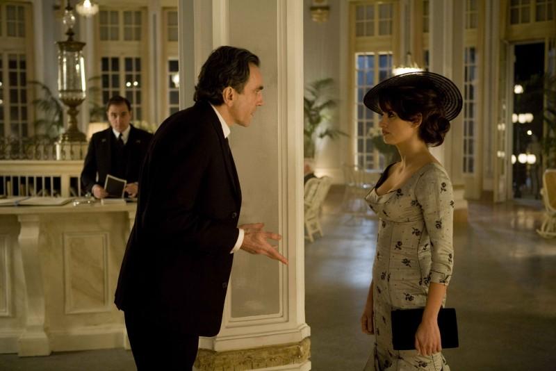 Penelope Cruz e Daniel Day-Lewis in una sequenza del musical Nine