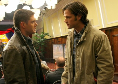 Supernatural: Jensen Ackles e Jared Padalecki in una scena dell'episodio The Real Ghostbusters