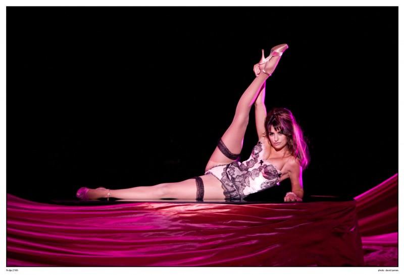 Una sensualissima Penelope Cruz in una sequenza del musical Nine