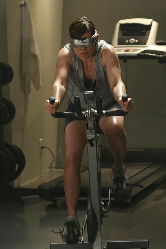 Clea DuVall in una scena del film Virtuality