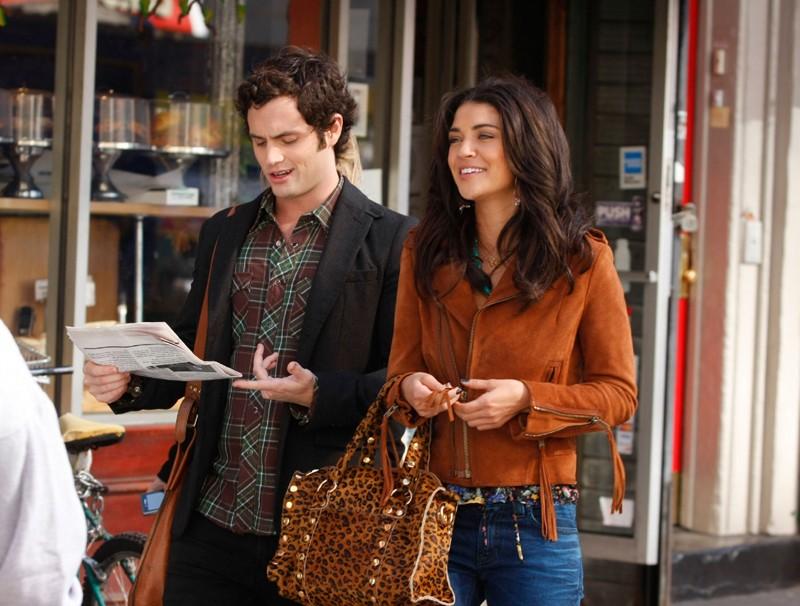 Dan (Penn Badgley) e Vanessa (Jessica Szohr) parlano per strada nell'episodio They Shoot Humphreys, Don't They? di Gossip Girl