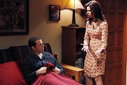Due uomini e mezzo: Jon Cryer e Jennifer Bini Taylor nell'episodio The Moustache Attachment