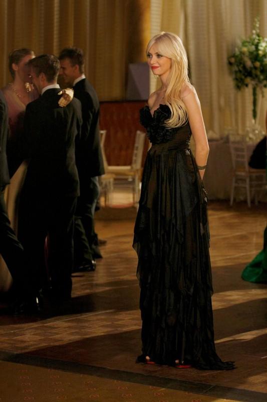 L'elegantissima Jenny (Taylor Momsen) al Cotillion nell'episodio They Shoot Humphreys, Don't They? di Gossip Girl