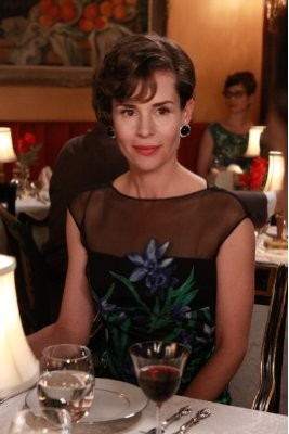 Mad Men: Embeth Davidtz nell'episodio Love Among the Ruins