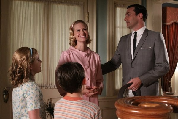Mad Men: January Jones e Jon Hamm nell'episodio The Fog