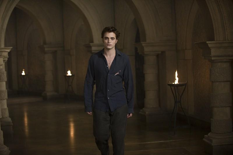 Robert Pattinson nel palazzo dei Volturi in una scena del film della Saga Twilight: New Moon