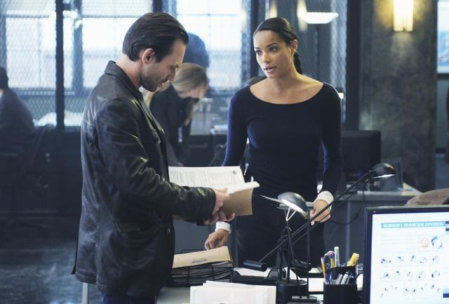 The Forgotten: Christian Slater e Rochelle Aytes in una scena dell'episodio Prison Jane