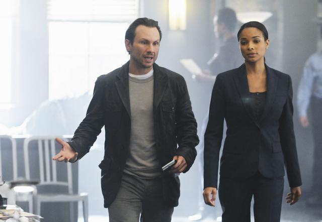 The Forgotten: Christian Slater e Rochelle Aytes nell'episodio Prison Jane