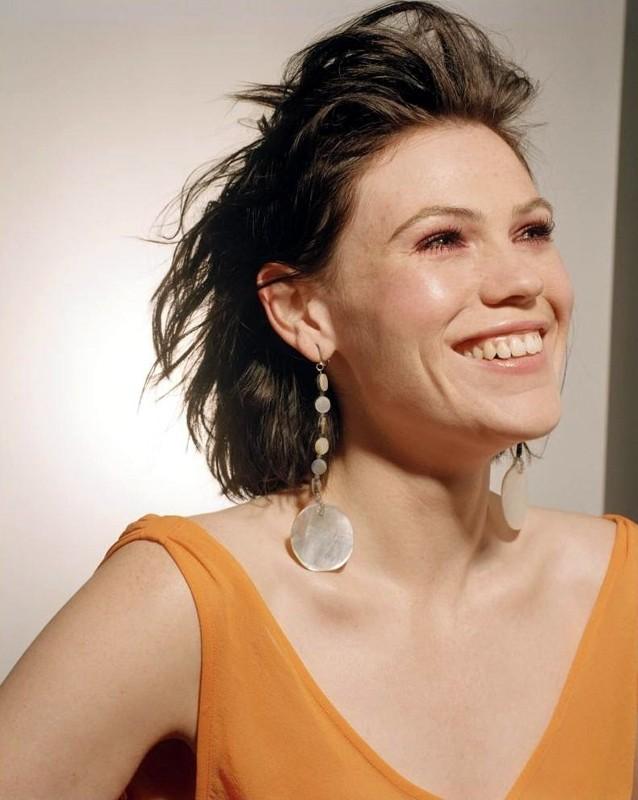 Una sorridente Clea DuVall in una foto promozionale