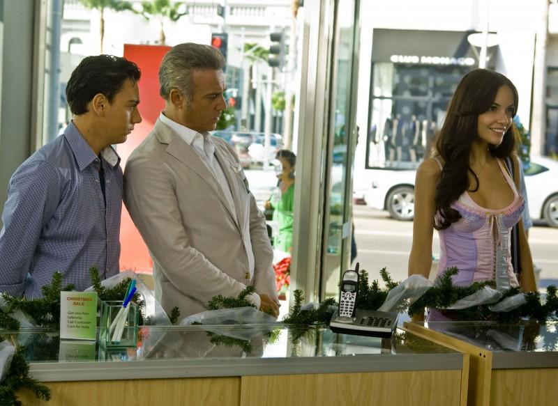 Emanuele Propizio, Massimo Ghini e Michela Quattrociocche nel film Natale a Beverly Hills