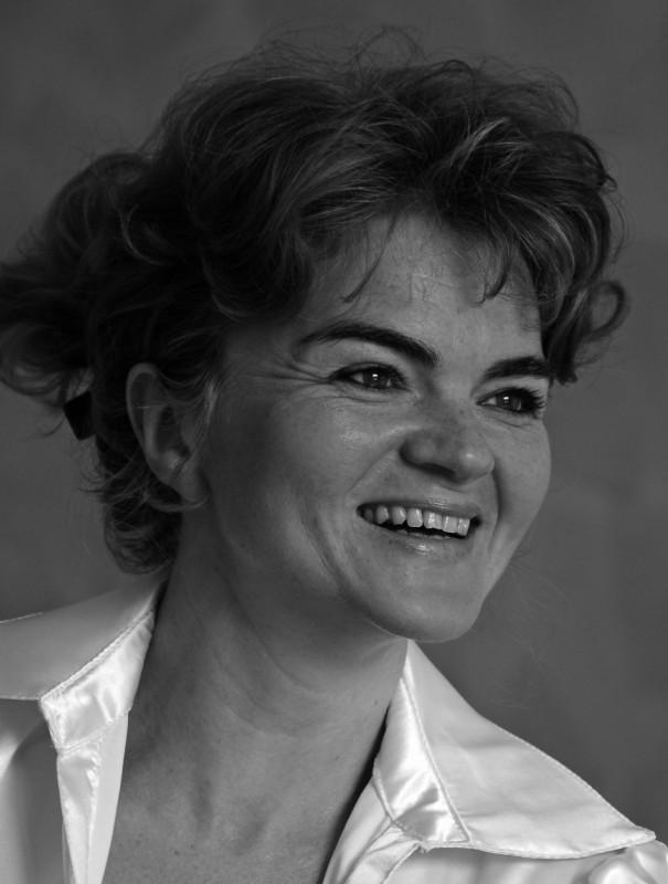 Un ritratto di Hanna Igiel bianco nero