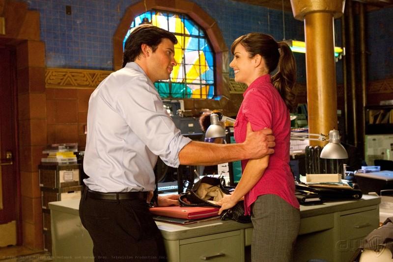 Una scena dell'episodio Idol della nona stagione di Smallville con Tom Welling ed Erica Durance