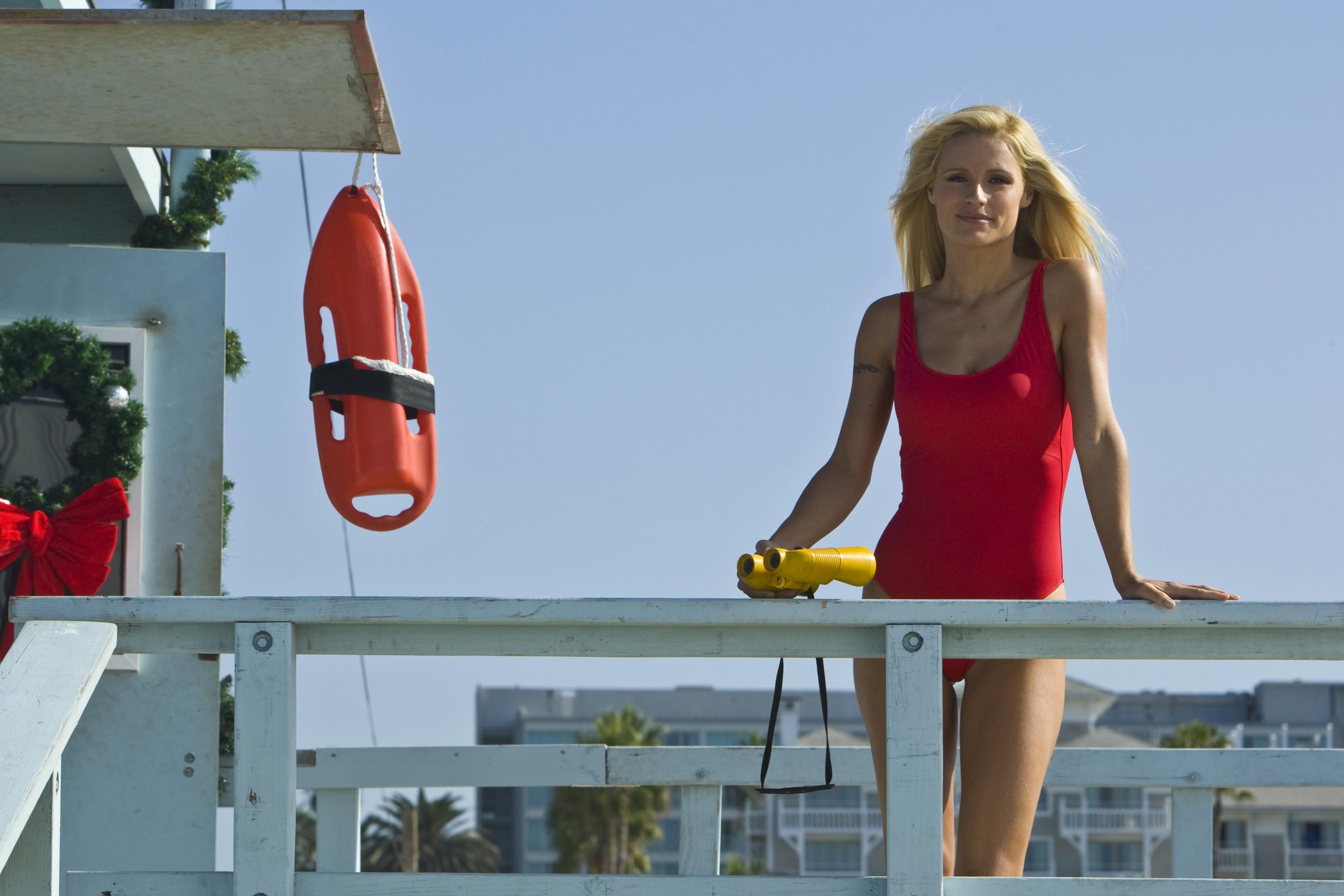 Wallpaper: Michelle Hunziker in versione sexy bagnina nel film Natale a Beverly Hills