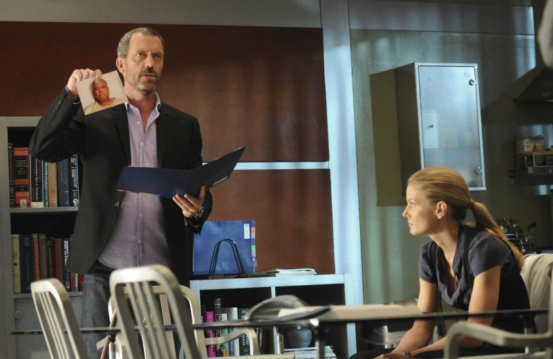 Hugh Laurie e Jennifer Morrison in una scena di The Tyrant dalla sesta stagione di Dr. House: Medical Division