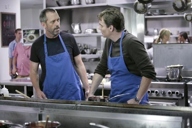 Hugh Laurie e Robert Sean Leonard in una scena di Epic Fail dalla sesta stagione di Dr. House: Medical Division